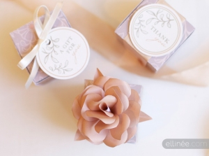 https://sharethejoykiosk.wordpress.com/2014/08/29/printable-elegant-gift-box-tag-rose/