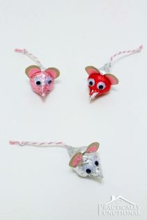 http://www.practicallyfunctional.com/valentines-day-hersheys-kisses-mice/